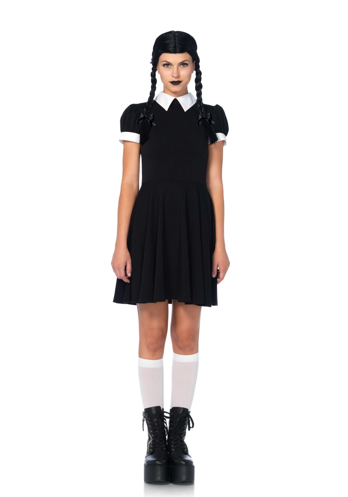 Vestido negro y cuello blanco